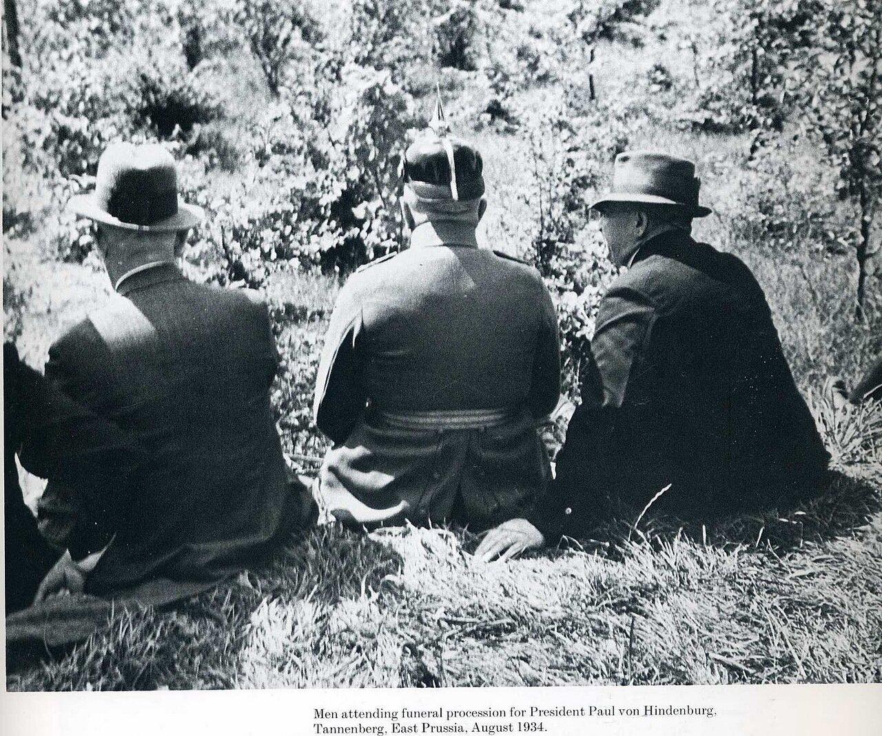 1934. Мужчины с похоронной процессии Гинденбурга, Восточная Пруссия