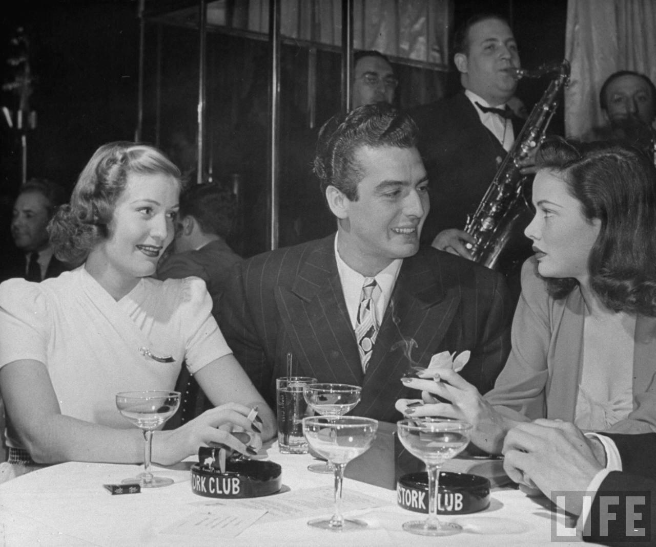 1941. Виктор Мэтьюр и Джин Тирни пьют шампанское в «Stork Club»