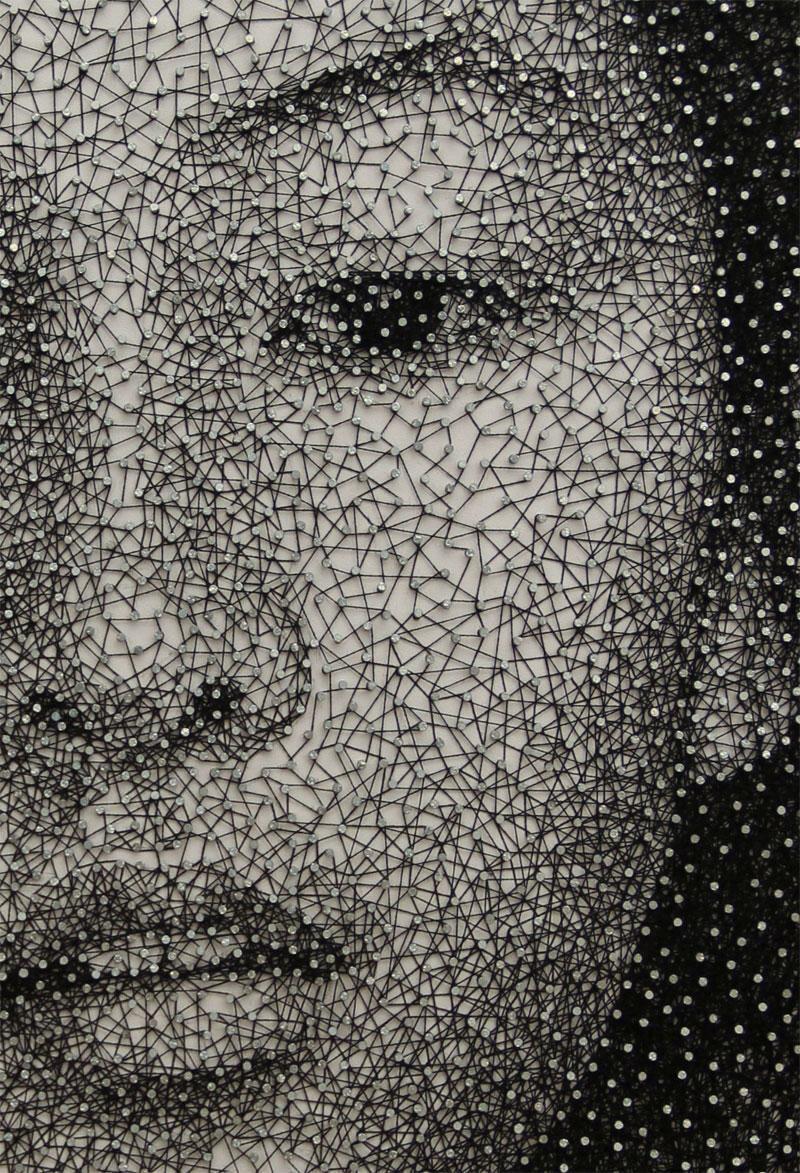 Одна нить, обернутая вокруг тысячи гвоздиков (9 фото)