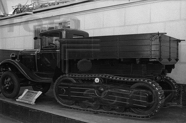 грузовой полугусеничный автомобиль ЗИС-22, павильон Механизация и электрификация сельского хозяйства СССР, 1939 г.