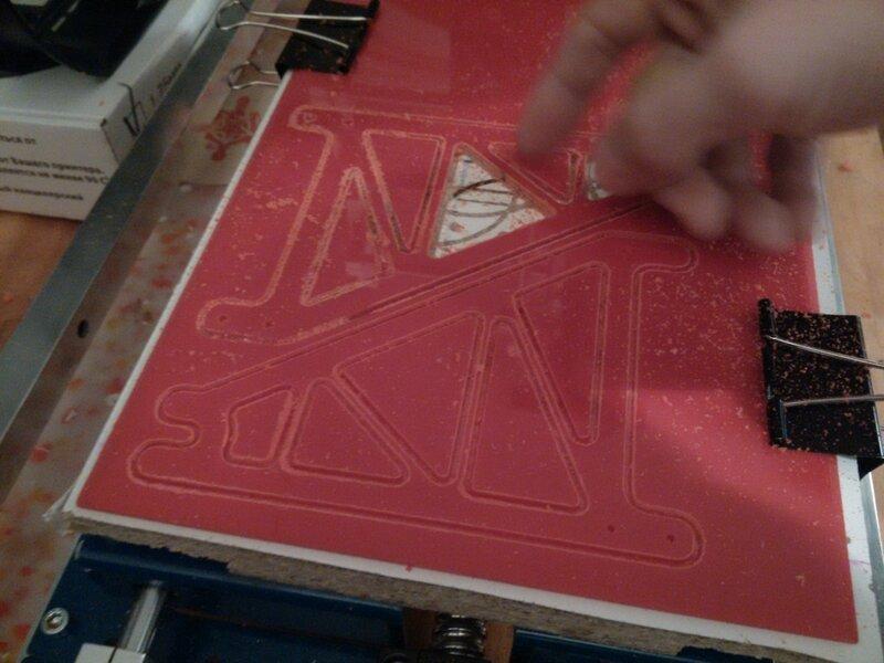 Рраптор режет красный акрил-09.jpg