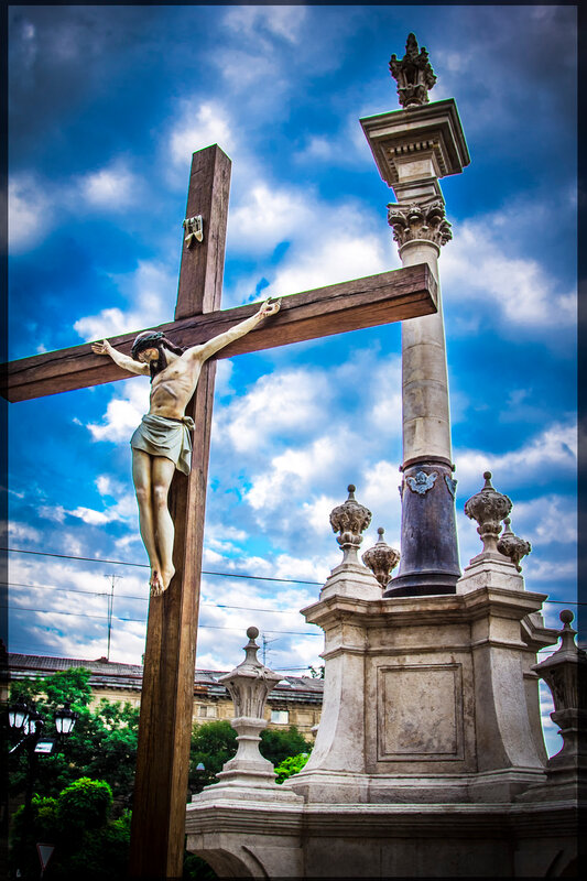Памятник Иисусу Христу у Бернардинского собора