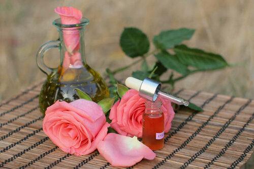 Розы с духами открытка поздравление картинка