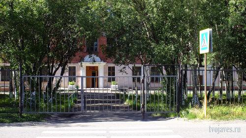 Фото города Инта №5574  Центральный вход в школу №2 06.08.2013_13:59