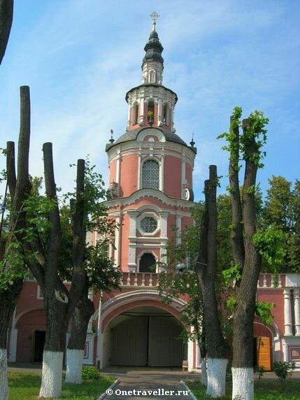 Надвратная церковь Тихвинской иконы Божией Матери в Донском монастыре в Москве (1713-1714 гг.)
