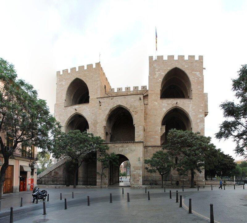 Валенсия. Башни (ворота) Серранос (Torres de Serranos)