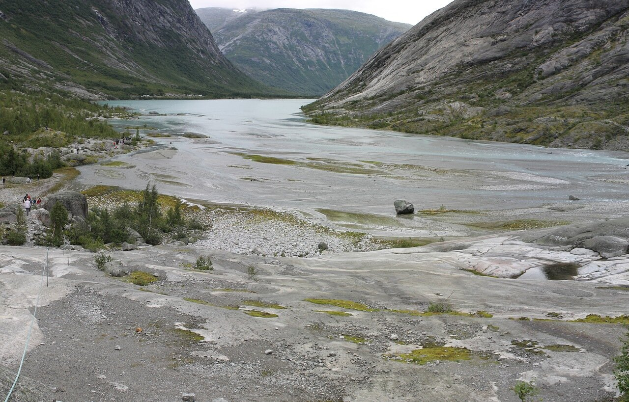 Озеро Нигардсбреватнет. Nigardsbrevatnet lake