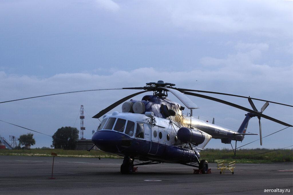 Полицейский вертолёт в аэропорту Барнаула
