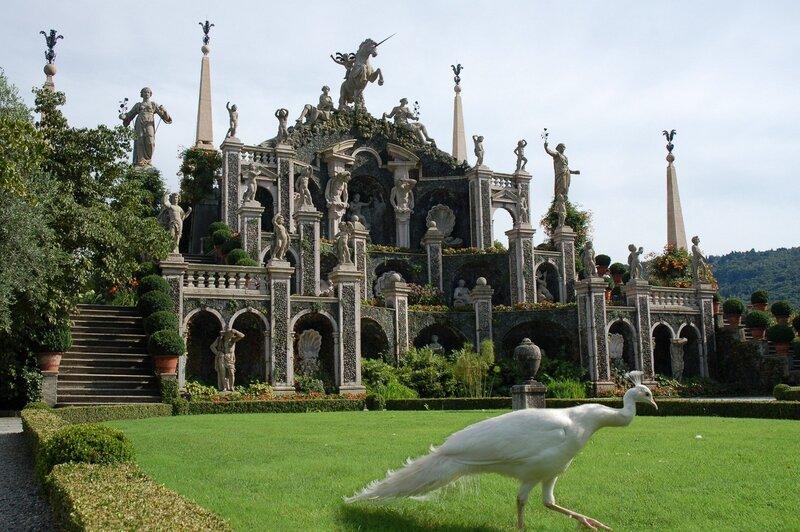 Дворец Борромео на острове Изола Белла
