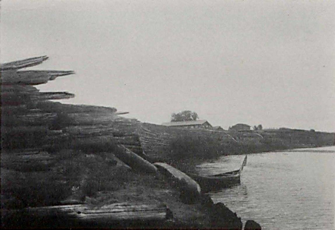Разрушенная ряжевая набережная. На две версты выше по течению от Благовещенского собора 1910