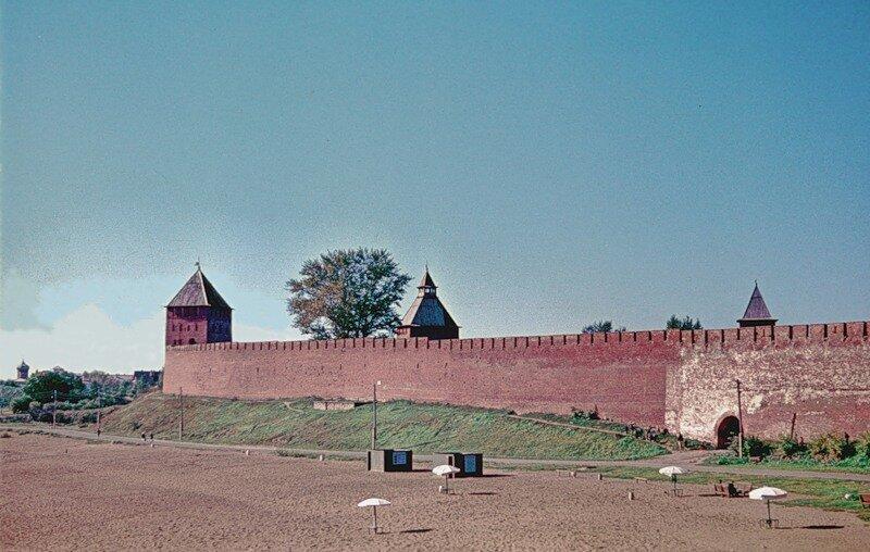 Крепостная стена Новгородского Кремля.