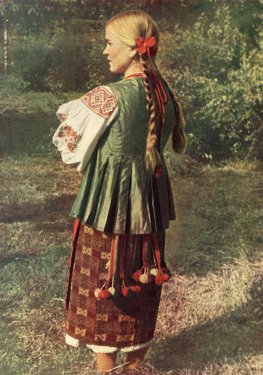 Девушка в летней одежде. Киевская обл