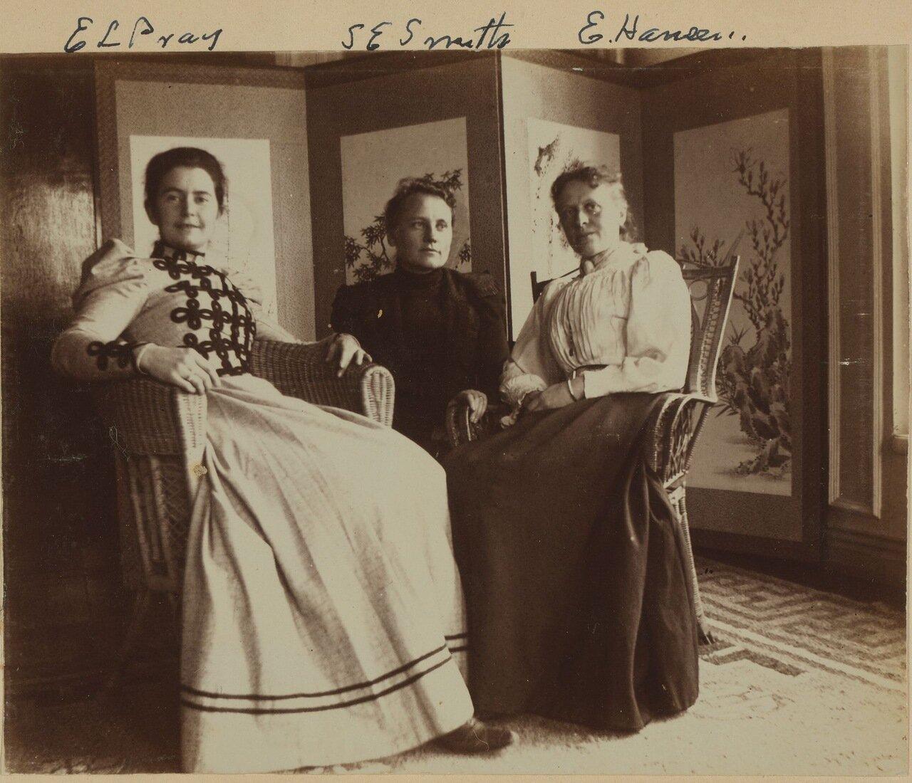 Три подруги на террасе