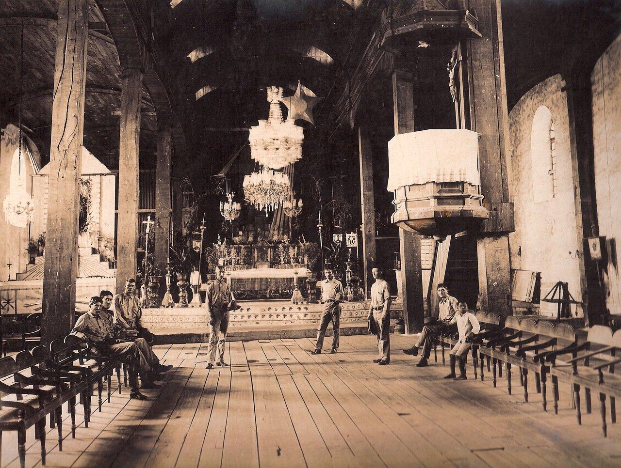 Внутри старой церкви