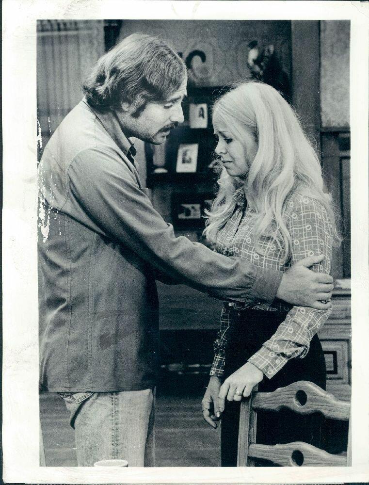 1975. Роб Райнер и Салли Струтерс на съемках «Все в семье»