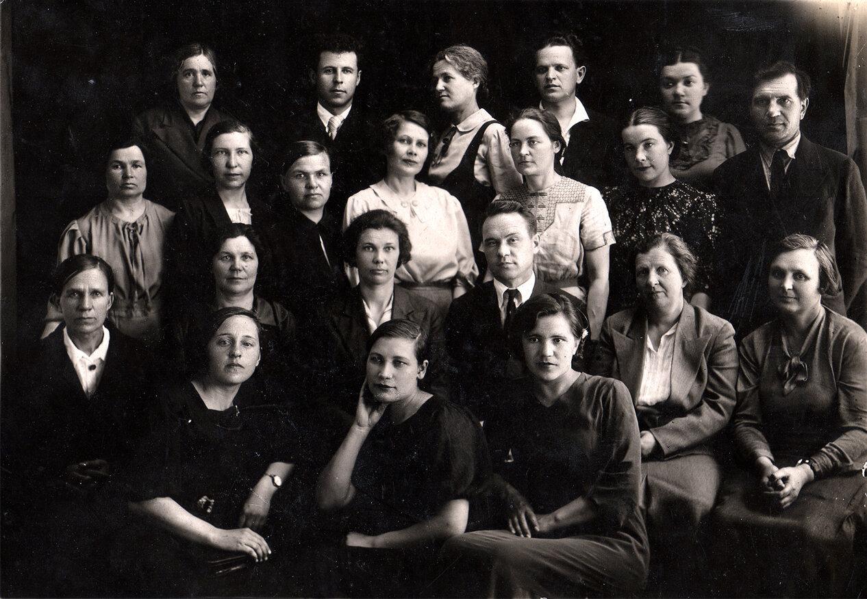 1940. Учителя школы им. Пушкина. г.Березники.