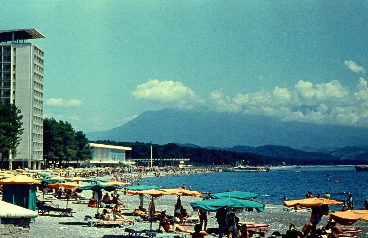 39.  Пляж и горы