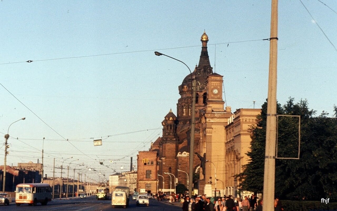 street scene c Lenin