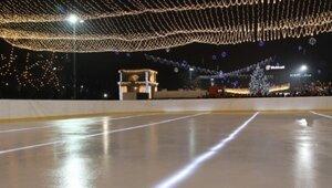 В Кишинёве начал работу первый открытый ледовый каток