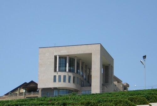 Центр Азнавура
