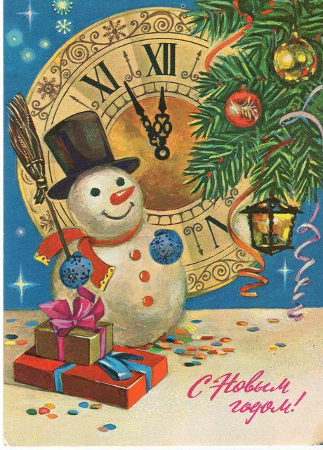 Снеговик с подарками у часов. С Новым годом!
