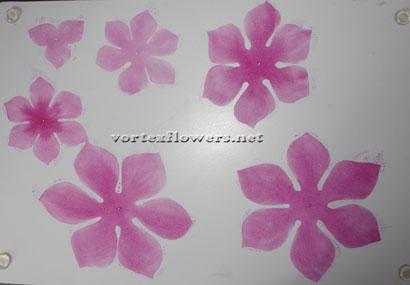 Как сделать цветок из ткани своими руками. Как окрасить ткань для цветка.