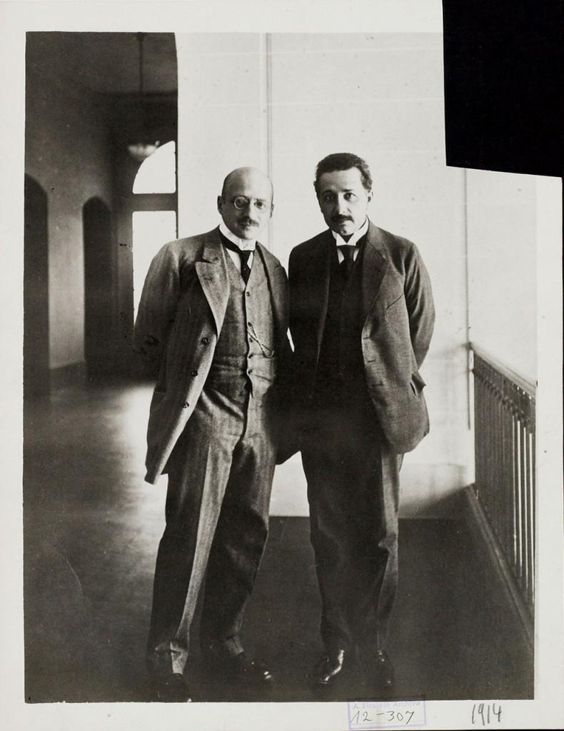 25 ноября 1915 года в журнале Annalen der Physik Эйнштейн разместил свою теорию, которая сделала его