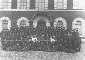Группа офицеров и казаков 1-ой Уральской его величества казачьей сотни.