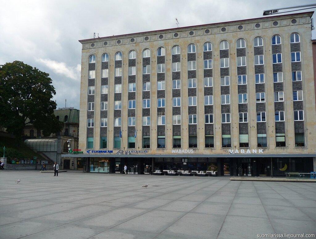 """Пл. Свободы, в этом здании раньше было кафе Москва""""."""