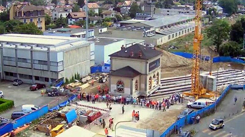 17 июля в городе Шен-Бур, неподалеку от Женевы, инженеры успешно передвинули по рельсам старое здание железнодорожного вокзала