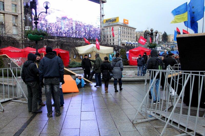 Калитка в палаточный лагерь на Майдане