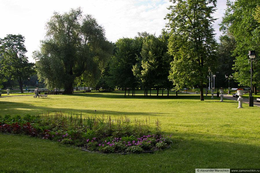 Лужайка в Екатерининском парке