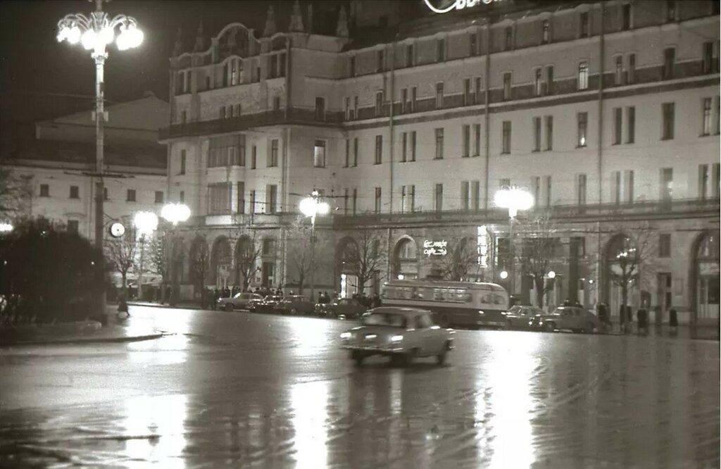 1963. Площадь Революции.jpg