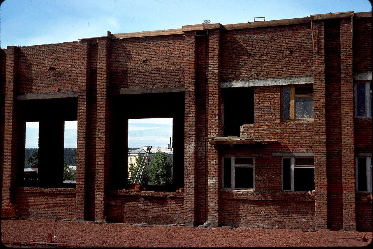 Заброшенная постройка на станции Иркутск