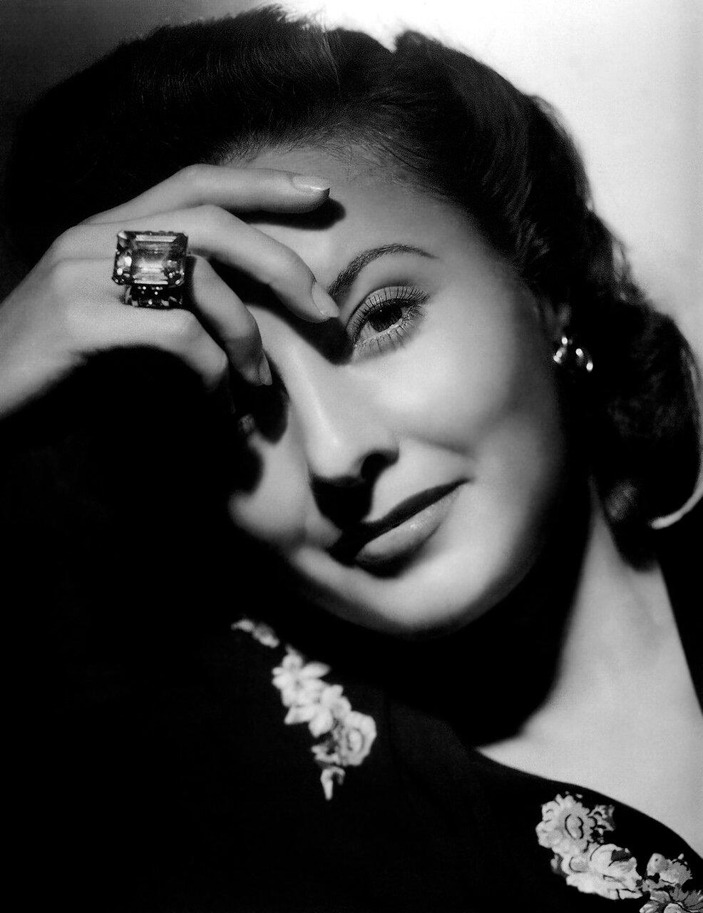 Barbara Stanwyck - by George Hurrell 1941 - Meet John Doe
