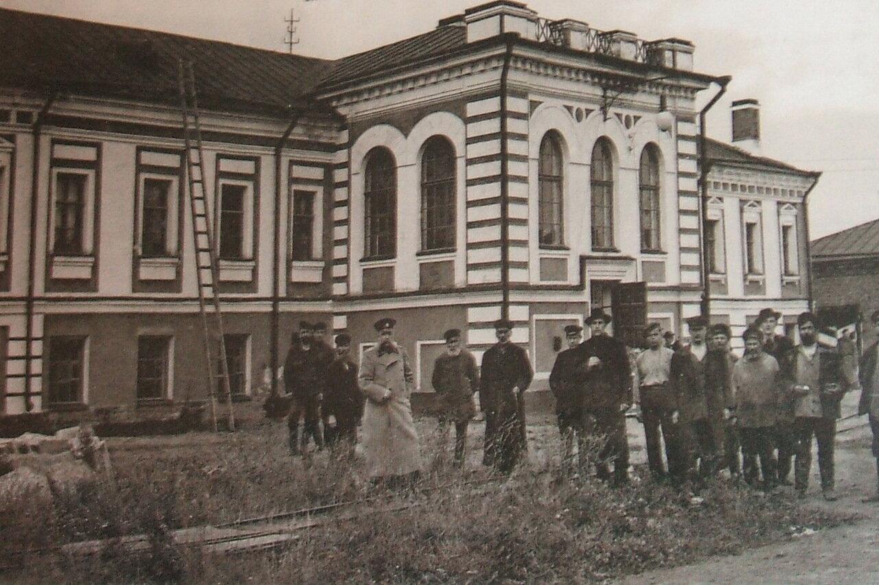 Здание приёмной комиссии