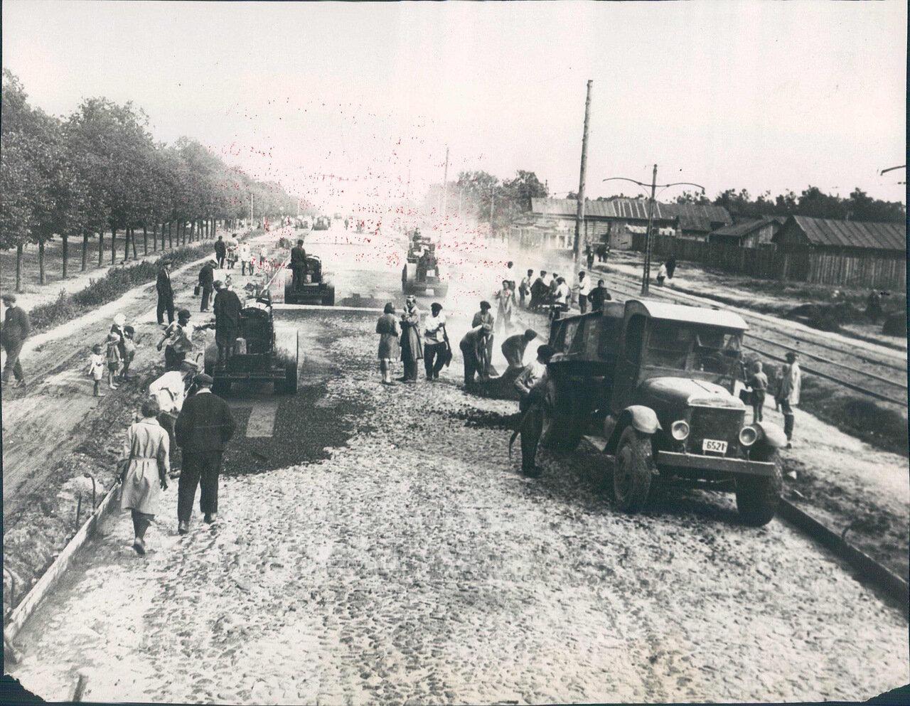 1931. Покрытие асфальтом Ленинградского шоссе в Москве