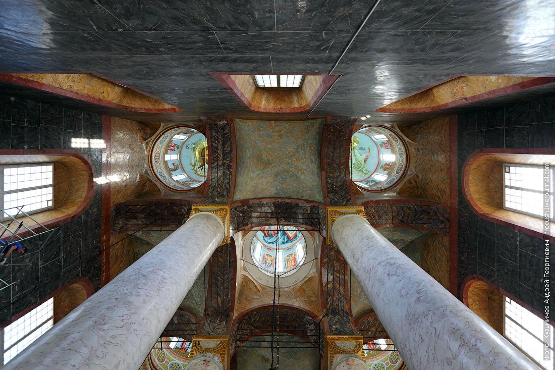 Успенский кафедральный собор внутри фото