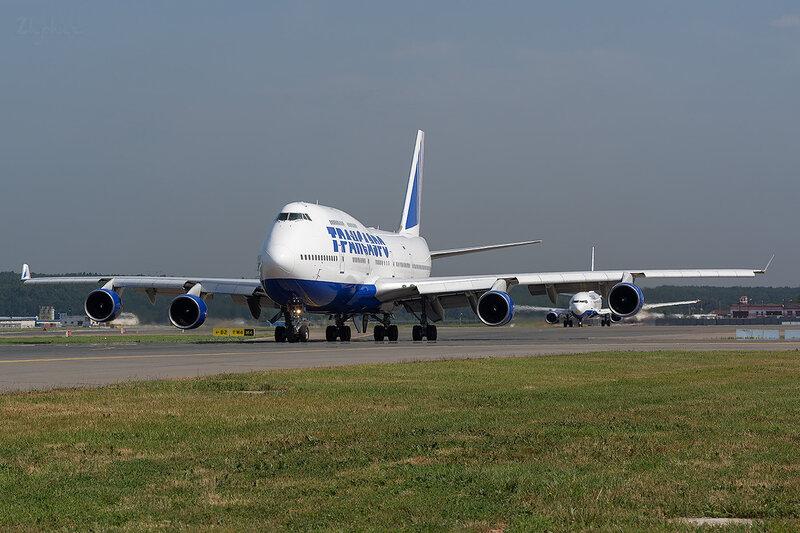 Boeing 747-412 (EI-XLL) Трансаэро D801469
