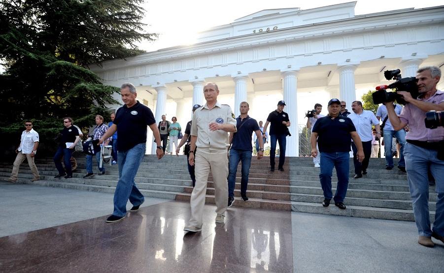Путин и Шойгу, 18.08.15.jpg
