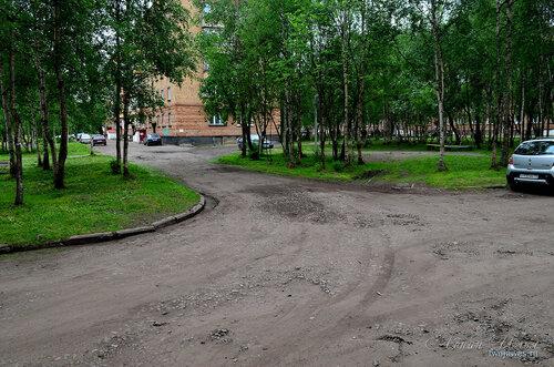 Фото города Инта №8070  Северо-западный угол Воркутинской 10 и двор Воркутинской 8 02.07.2015_17:09