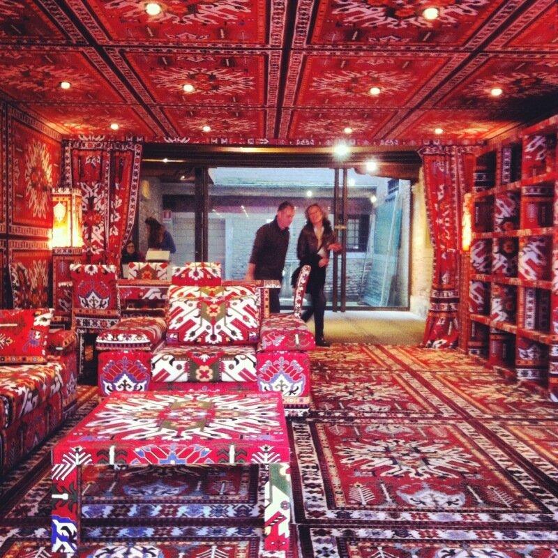 Вход в павильон Азербайджана