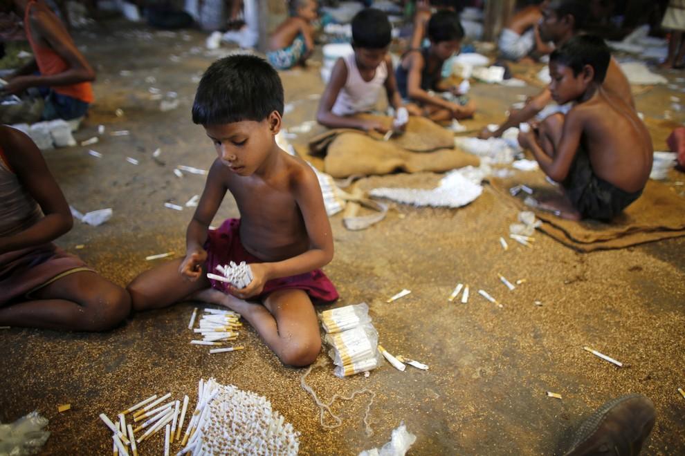 Производство сигарет в Рангпуре, Бангладеш