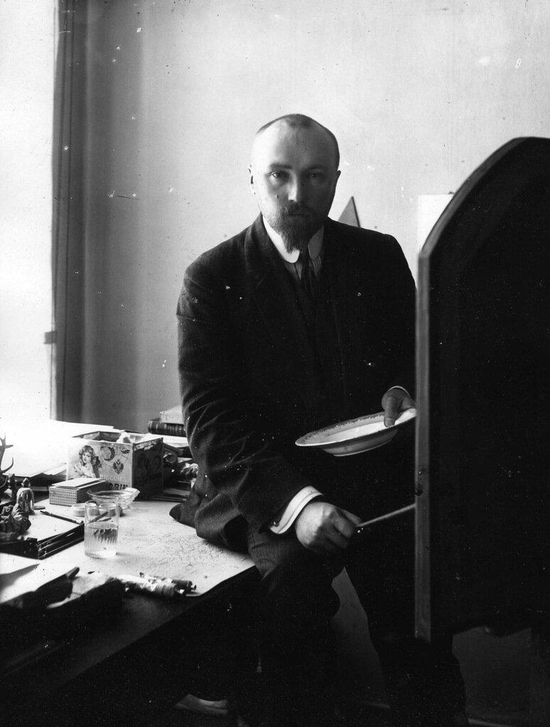 Н.К. Рерих в мастерской. Мойка, 83. Петербург 1910-е г.