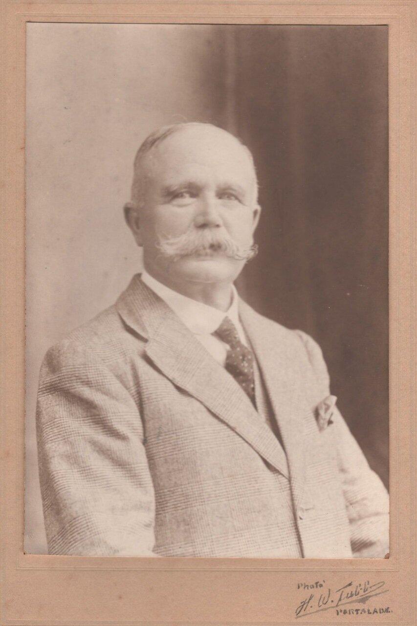 1915. Джон Кэри Холл