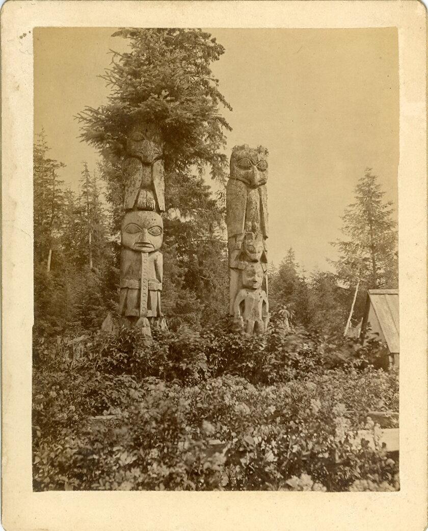 1880. Тотемы в Хоукане