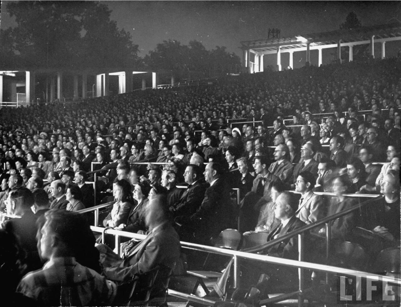 1948. Израильтяне празднуют окончание британского мандата