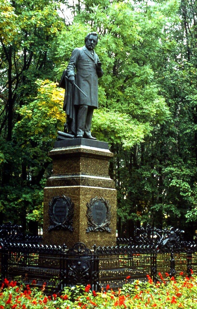 10. Памятник  М.И.Глинке