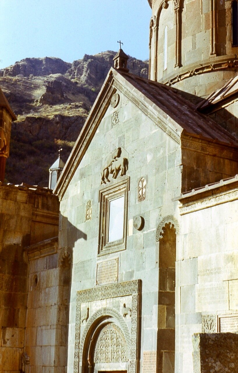 4.  Церковь  Катогике  XIII в.