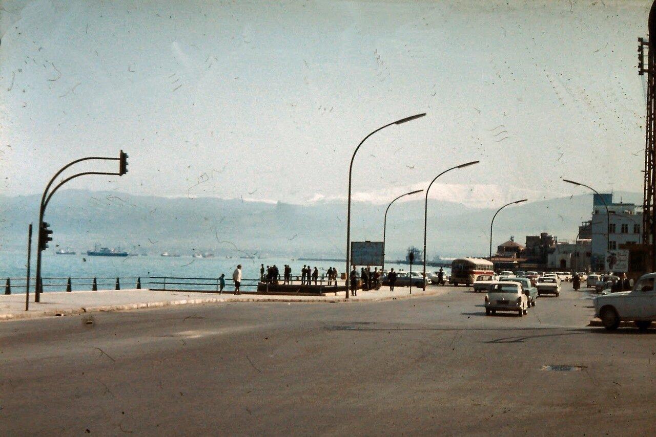 Beyrouth. Bord de mer et montagnes.